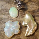 ペンダントヘッド ホワイトオパールと変形真珠